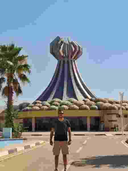 Danniel explora cidade no Iraque - Arquivo pessoal - Arquivo pessoal