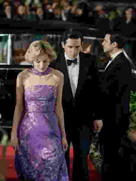 Diana (Emma Corrin) e Charles (Josh O'Connor) em 'The Crown' - Reprodução/Twitter - Reprodução/Twitter