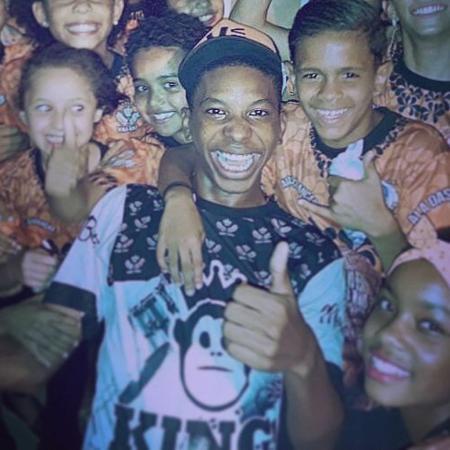 Vai-Vai publicou foto antiga de Lucas Penteado na escola - Reprodução/Instagram