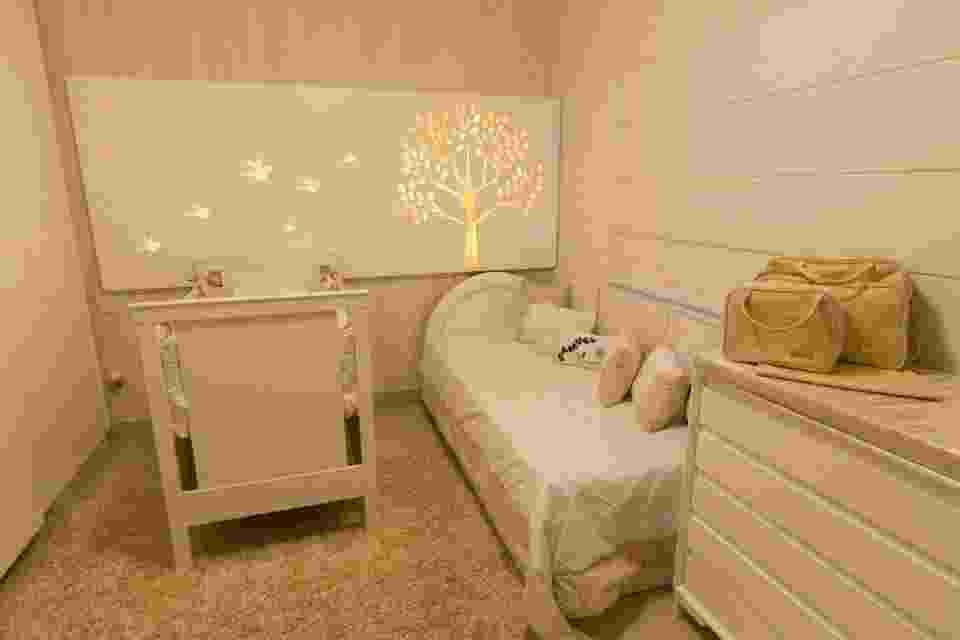 Ao pensar no quarto do próprio filho, a designer de interiores Mirella Antônio, do Acervo Arquitetura e Interiores, idealizou um cômodo que não precisasse - Ronaldo Gomes da Silva/Divulgação