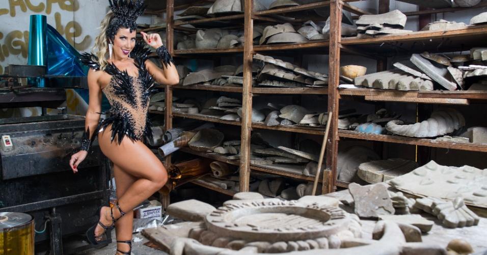 Rainha de Bateria da Gaviões da Fiel desde 2009, Tati Minerato mostra que é da fiel em ensaio exclusivo para o UOL Carnaval