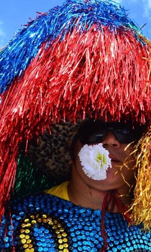 6.fev.2016 - Foliões ocupam as ruas durante o bloco Galo da Madrugada, grande atração do Carnaval do Recife (PE)