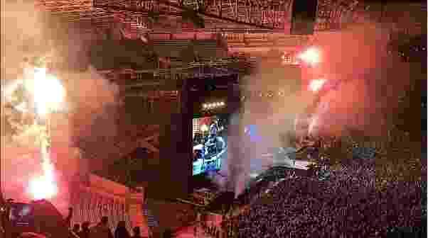 12.nov.2016 - Novamente debaixo de chuva, Guns N' Roses se apresenta no Allianz Parque, em São Paulo, na noite deste sábado - Reprodução/Instagram/rafaelguidotti