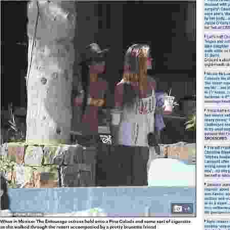 Nina Agdal (à direita), namorada de Leonardo DiCaprio, ao lado de uma amiga no México - Reprodução/Daily Mail - Reprodução/Daily Mail