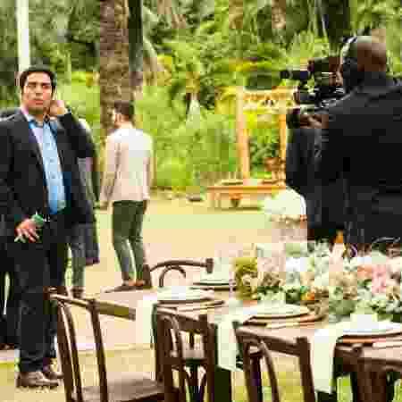 """Cassiano Junior invade o casamento de Gui Santiago e Júlia em """"Rock Story"""" - João Miguel Júnior/TV Globo"""