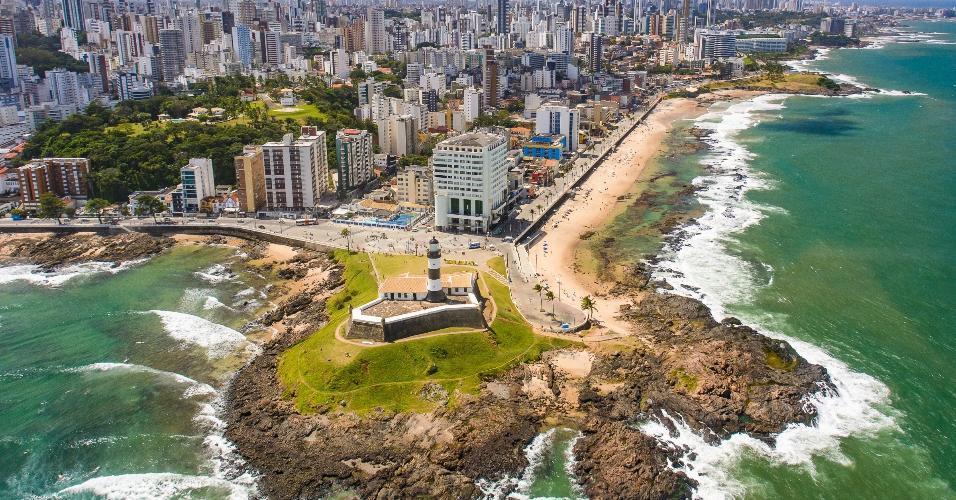 Imagem aérea mostra o Farol da Barra, em Salvador