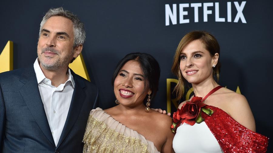 Alfonso Cuarón e as atrizes Yalitza Aparicio e Marina de Tavira - 10.dez.2018 - Robyn Beck/AFP