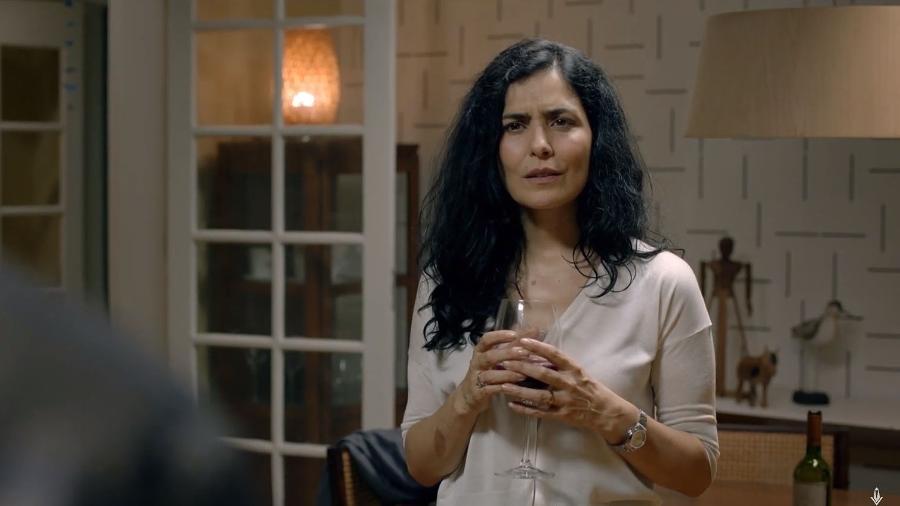 """Letícia Sabatella em cena do filme """"Happy Hour - Verdades e Consequências"""" - Reprodução"""