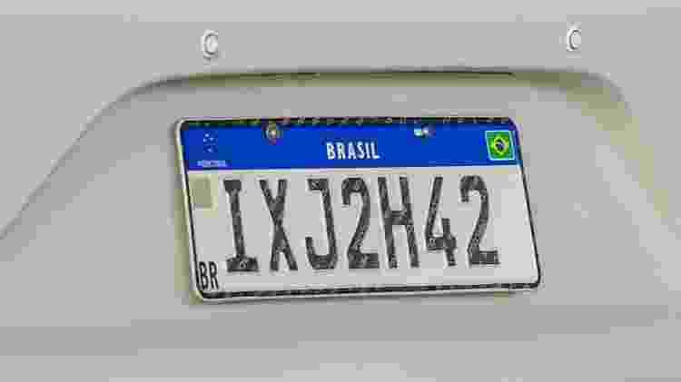 Placa Mercosul Brasileira perdeu faixa holográfica de segurança, mas tem QR Code (no lado esquerdo) - Evandro Leal/Agência Freelancer