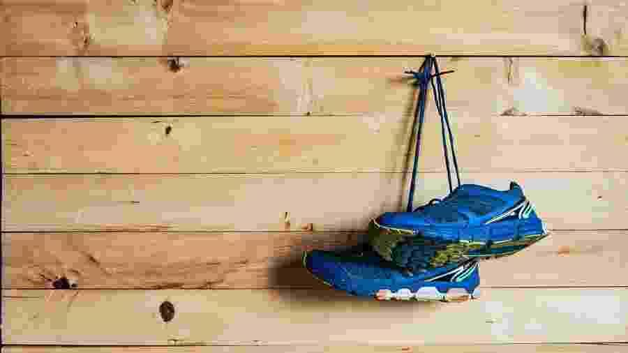 Não guarde o tênis com algo pesado em cima, pois isso pode danificar o cabedal  - iStock