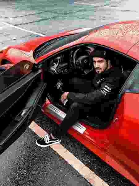 Caio Castro e sua Ferrari - Reprodução/Instagram