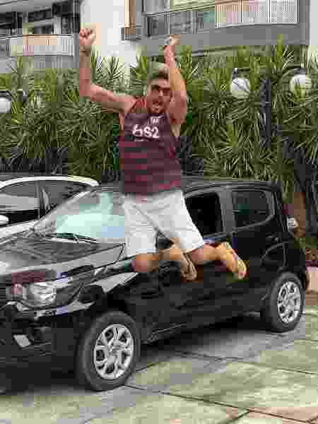 Diego Grossi recebe o carro que ganhou na primeira prova do fazendeiro de A Fazenda 11 - Divulgação / Juliano Mendes Assessoria
