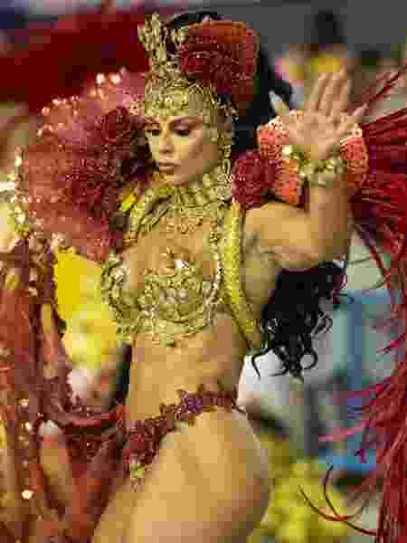 Viviane Araújo em desfile do Salgueiro - Luciola Vilella/UOL