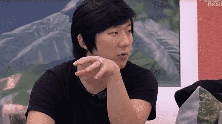Pyong fala com Manu sobre filho - Reprodução/Globoplay