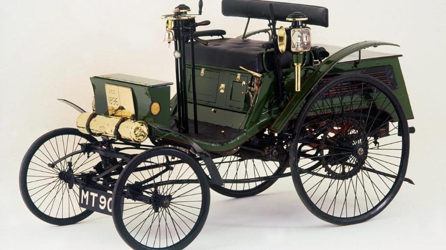 Arnold Benz não tinha mais de 8,6 cv de potência e foi flagrado há 124 anos rodando a 13 km/h; limite era de 3,2 km - Divulgação