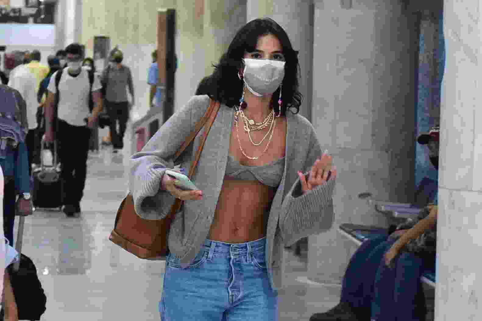 Bruna Marquezine desembarca no RJ - Marcelo Sá Barreto/AgNews