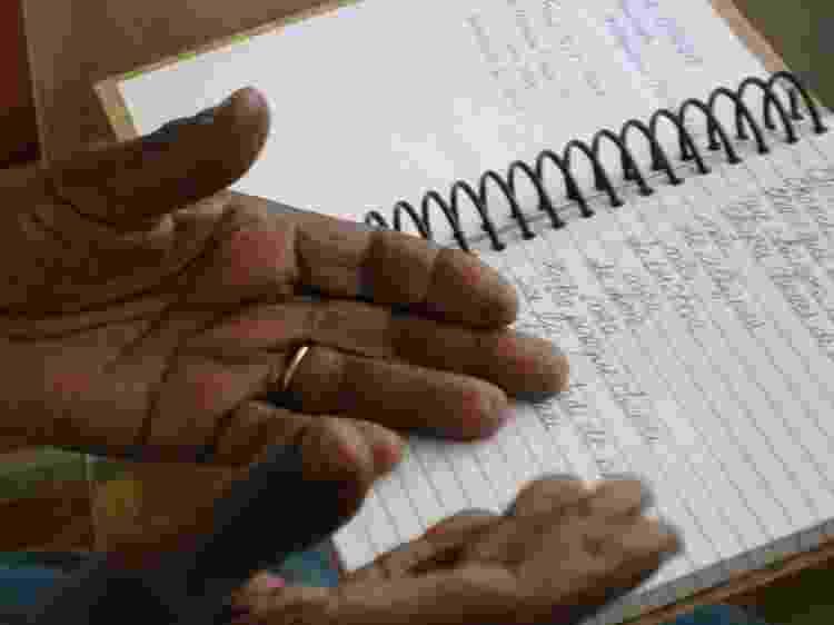 Nelson Sargento e seu caderno de anotações - Juliana Barbosa - Juliana Barbosa