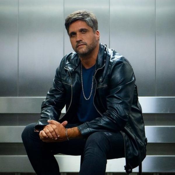 Léo Chaves lançou no fim de junho o single 'Proposta Indecente'