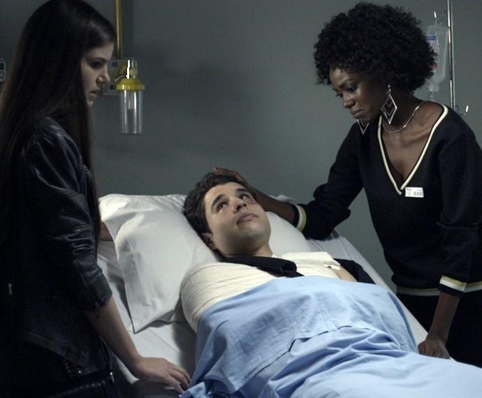 Lyris conta para Angel e Edgard que não foi abusada por Alex