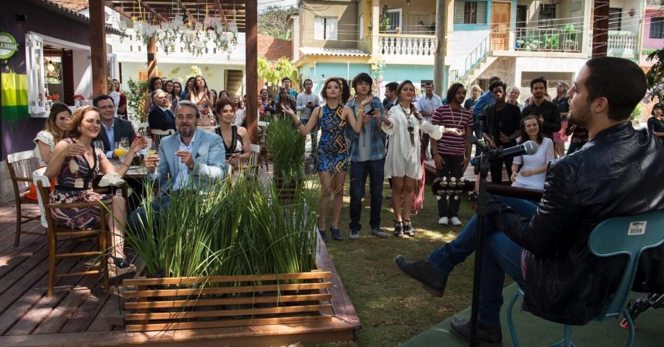 A banda Jammil faz show na abertura do estabelecimento. A gravação reuniu cerca de 40 atores e 60 figurantes