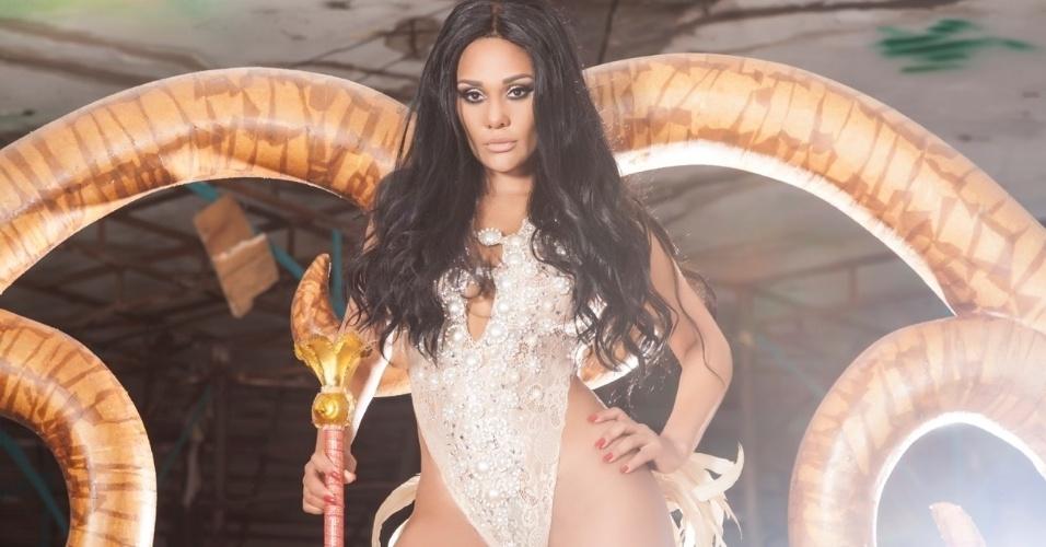 Carmem Mouro, rainha de bateria da pérola negra