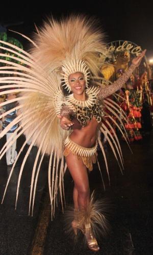 5.fev.2016 - Musa da escola de samba Pérola Negra