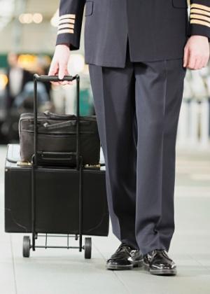 Bastou um uniforme e boa lábia para o jovem entrar no voo internacional - Getty Images