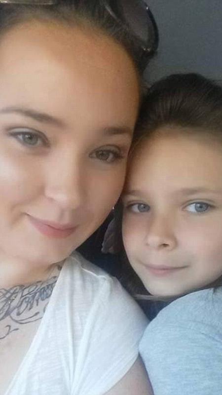A australiana Candy Butchers e a filha, Rhianna, cuja festa aconteceu graças a estranhos - Reprodução/Daily Mail