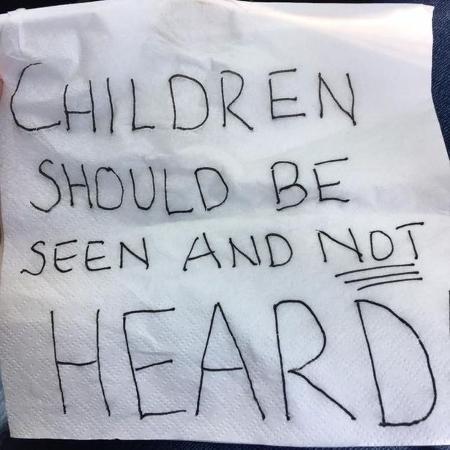 Danielle Styles recebeu bilhete agressivo após almoço com crianças - Reprodução/Facebook