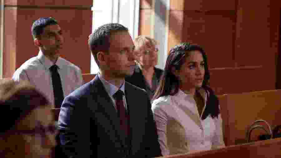 """Patrick J. Adams e Meghan Markle em cena da série """"Suits"""" - Divulgação"""
