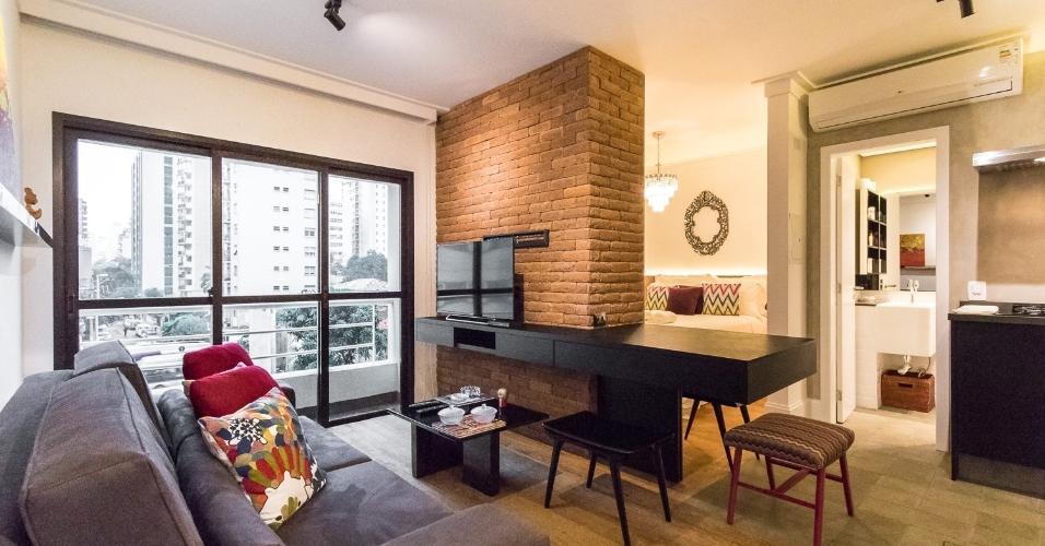 A localização privilegiada deste apartamento, próximo à Avenida Paulista e ao Parque do Ibirapuera, em um dos bairros mais exclusivos da cidade é um de seus principais atrativos. O imóvel possui apenas 35m² e conta com quarto, banheiro e cozinha, todos cuidadosamente decorados com design descolado.