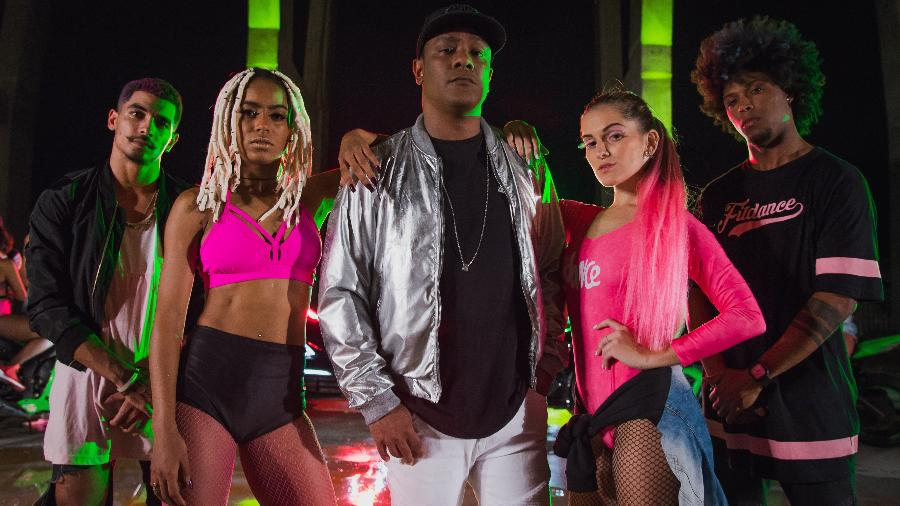 """Vocalista Marcio Victor com a Fit Dance nos bastidores da gravação do clipe """"Krau"""" - Natalia Abreu"""