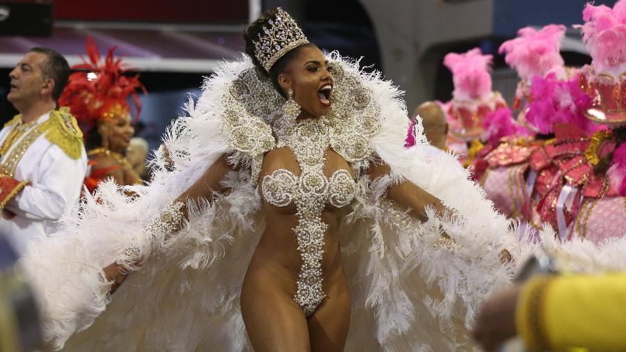 Rainha de bateria da Tom Maior, Pamella Gomes rouba a cena em desfile no Anhembi em 2018 - Ricardo Matsukawa/UOL