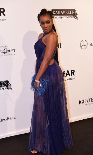 O vestido valorizou as curvas da cantora