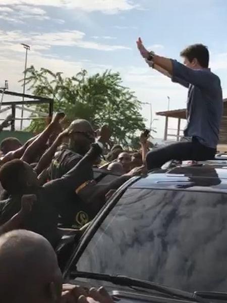 """Rodrigo Faro é recebido por multidão em Angola: """"Sem palavras"""" - Reprodução/Instagram"""