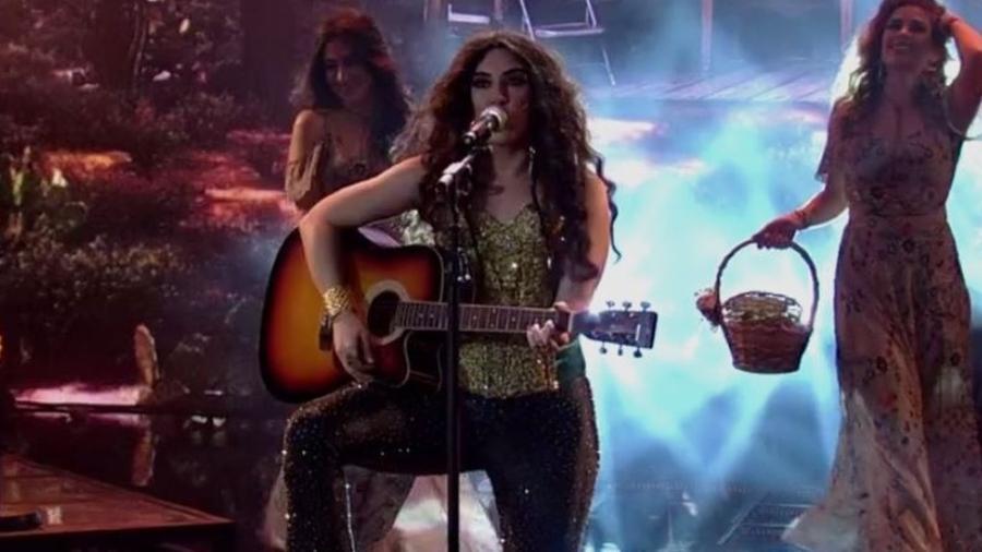 """Naiara Azevedo como Shakira no """"Show dos Famosos"""" - Reprodução/TV Globo"""