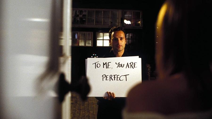 """Andrew Lincoln em cena de """"Simplesmente Amor"""" (2003) - Reprodução"""