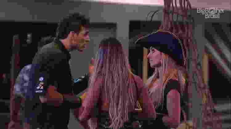 Discussão Maycon e Paula - Reprodução/TvGlobo - Reprodução/TvGlobo