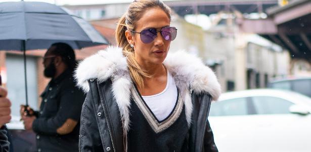 d3de352a9 J. Lo usa óculos 'baratinho' de R$ 230 com bolsa luxuosa de R$ 385 mil -  26/03/2019 - UOL Universa