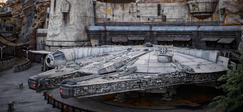 """Galaxy""""s Edge da Disneyland tem uma Millennium Falcon em tamanho real - Divulgação"""