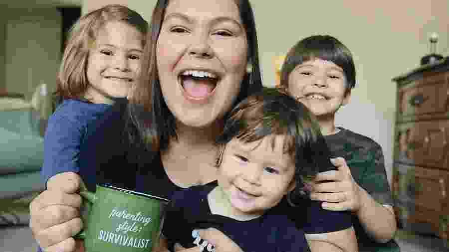 Marina é mãe de Gabriel, Joaquim e Benjamin; na quarentena, videogame é entretenimento quase diário - Arquivo pessoal