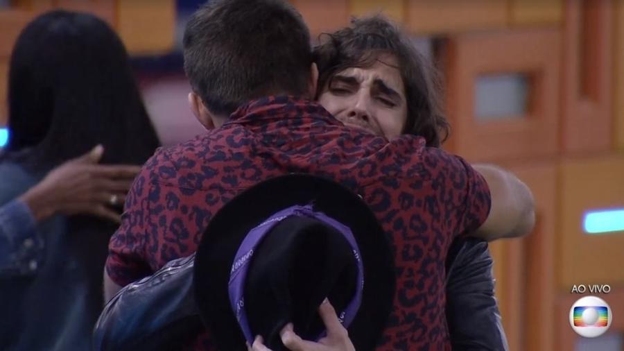 BBB 21: Arthur e Fiuk se abraçam depois de eliminação de Thaís - Reprodução/ Globoplay