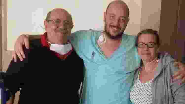 Bruno May com os pais em 2018 após transplante de medula óssea - Arquivo pessoal - Arquivo pessoal