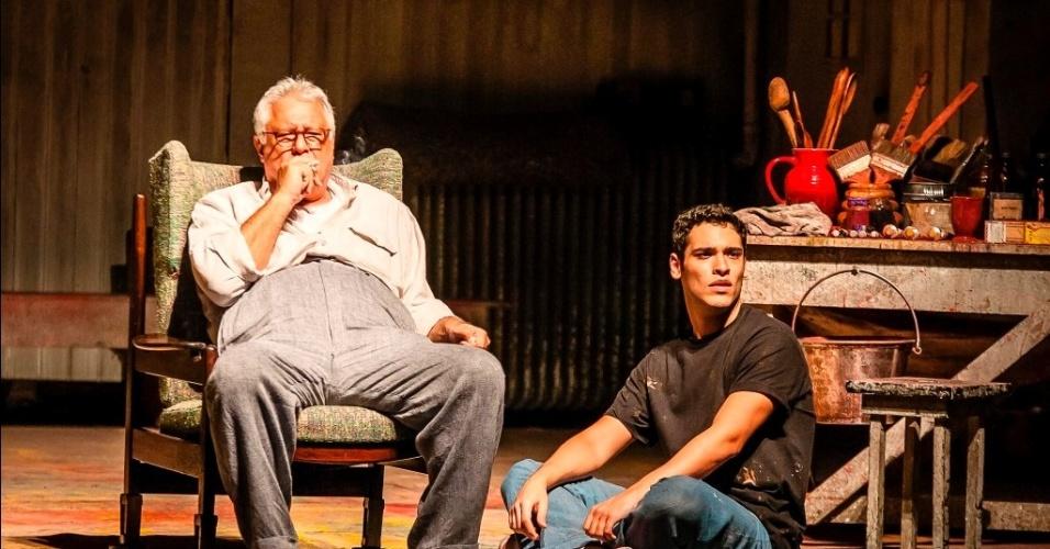 """Antonio Fagundes com o filho, Bruno Fagundes, em """"Vermelho"""""""