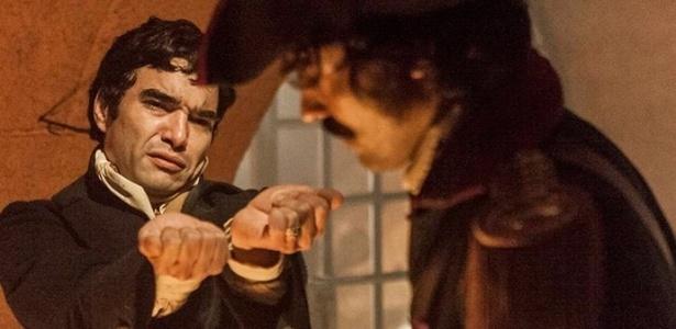 Preso, André (Caio Blat) é interrogado pelos Dragões de Minas, mas decide não entregar Tolentino (Ricardo Pereira) - Reprodução/GShow