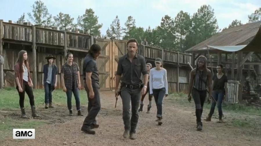 """Grupo de Rick se reúne e jura vingança em cena da sétima temporada de """"Walking Dead"""" - Reprodução/AMC"""
