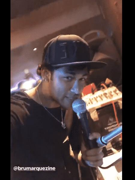 Neymar canta para Bruna Marquezine em Karaokê - Reprodução/Instagram - Reprodução/Instagram