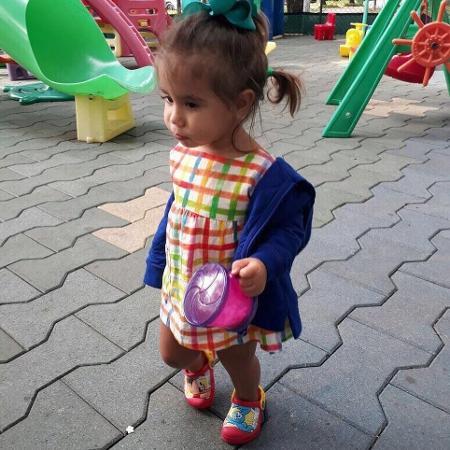 Deborah Secco publica foto da filha, Maria Flor, no parquinho - Reprodução/Instagram/dedesecco