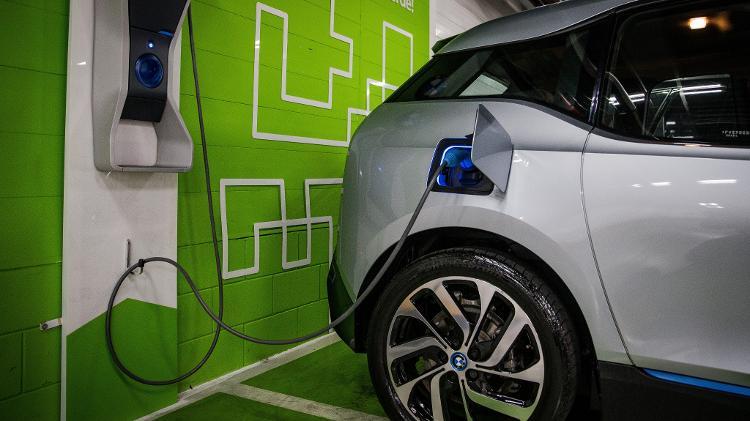 R$ 6,7 milhões   BNDES libera verba para fazer rede de recarga de carros elétricos no país