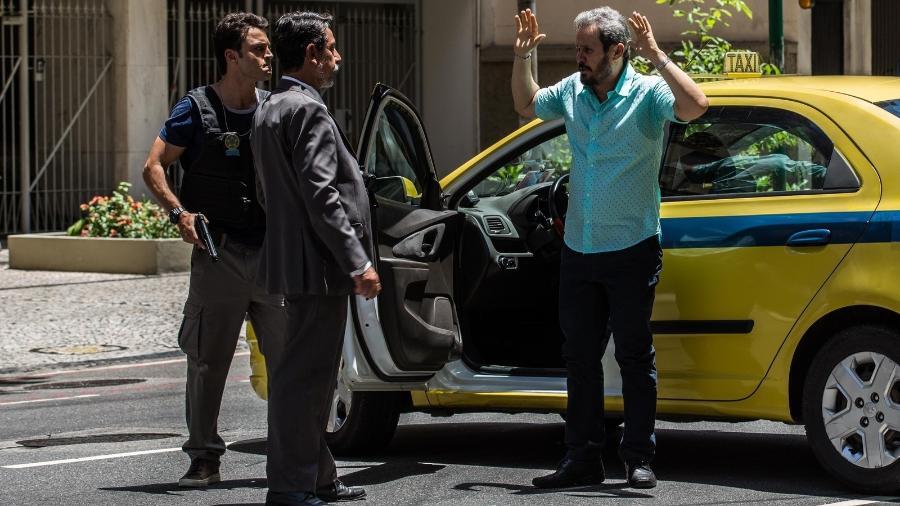 """Aníbal (Edmilson Barros) é preso em """"Pega Pega"""" - Reprodução/GShow"""